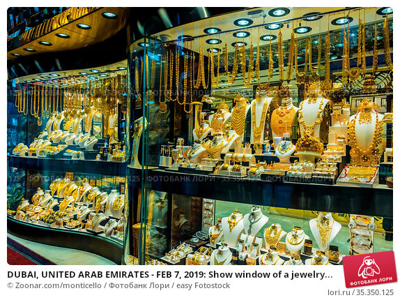 DUBAI, UNITED ARAB EMIRATES - FEB 7, 2019: Show window of a jewelry... Стоковое фото, фотограф Zoonar.com/monticello / easy Fotostock / Фотобанк Лори