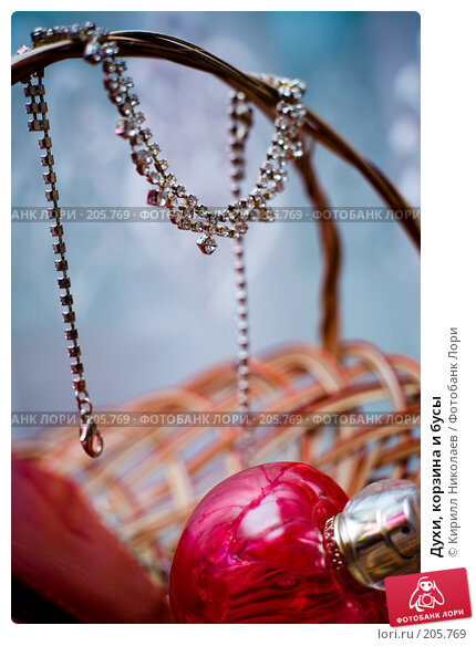 Духи, корзина и бусы, фото № 205769, снято 14 сентября 2007 г. (c) Кирилл Николаев / Фотобанк Лори
