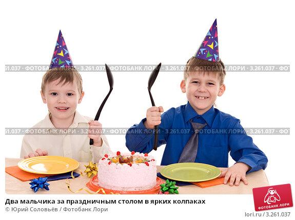 Мальчик с тортом фото