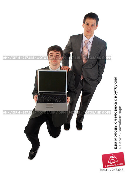 Два молодых человека с ноутбуком, фото № 247645, снято 9 марта 2008 г. (c) Corwin / Фотобанк Лори
