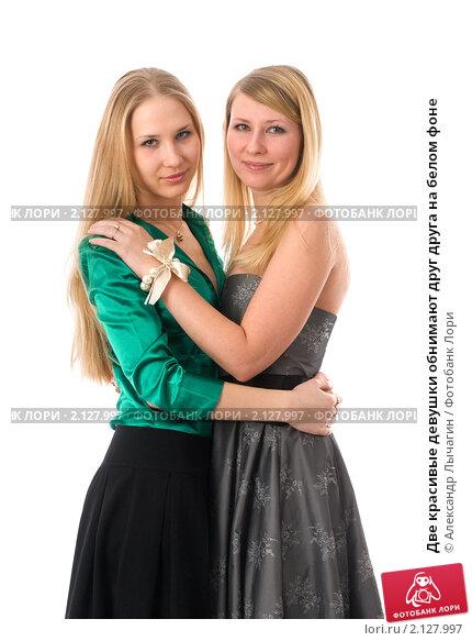 Две женщины обнимают