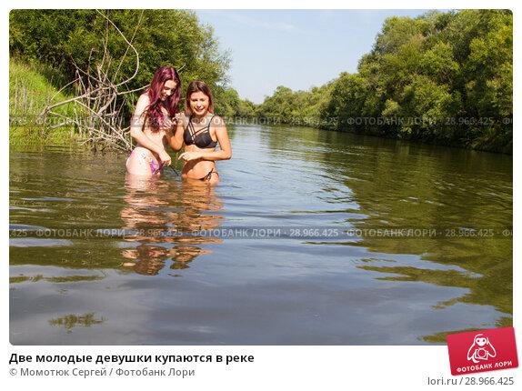 Голая в реке фото уверен