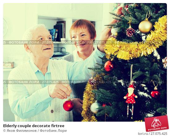 Купить «Elderly couple decorate firtree», фото № 27075425, снято 12 декабря 2017 г. (c) Яков Филимонов / Фотобанк Лори