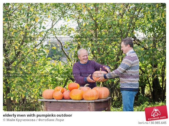 elderly men with pumpinks outdoor. Стоковое фото, фотограф Майя Крученкова / Фотобанк Лори