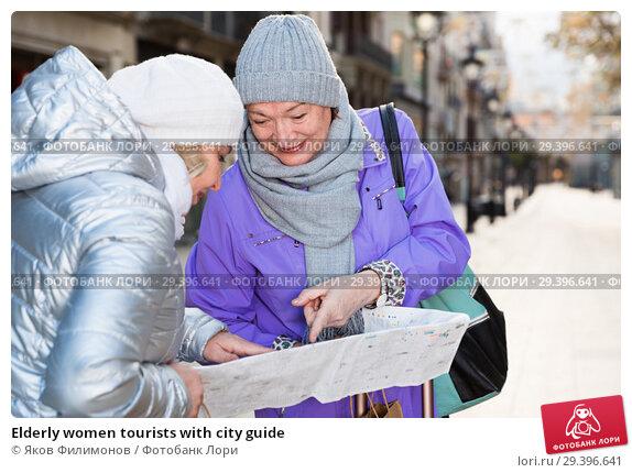 Купить «Elderly women tourists with city guide», фото № 29396641, снято 26 ноября 2017 г. (c) Яков Филимонов / Фотобанк Лори