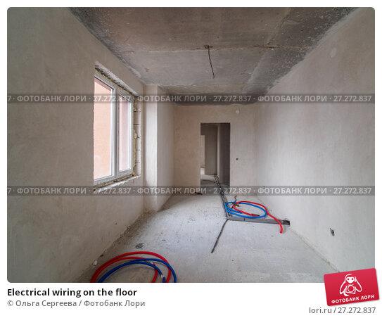 Купить «Electrical wiring on the floor», фото № 27272837, снято 23 октября 2017 г. (c) Ольга Сергеева / Фотобанк Лори
