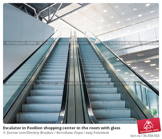 Escalator in Pavilion shopping center in the room with glass. Стоковое фото, фотограф Zoonar.com/Dmitriy Bruskov / easy Fotostock / Фотобанк Лори