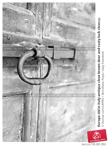 Europe old in italy antique close brown door and rusty lock closeup. Стоковое фото, фотограф Zoonar.com/LKPRO / easy Fotostock / Фотобанк Лори