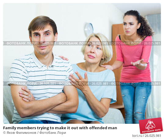 Family members trying to make it out with offended man, фото № 26025981, снято 27 апреля 2017 г. (c) Яков Филимонов / Фотобанк Лори