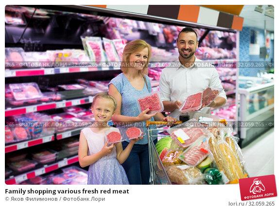 Family shopping various fresh red meat. Стоковое фото, фотограф Яков Филимонов / Фотобанк Лори
