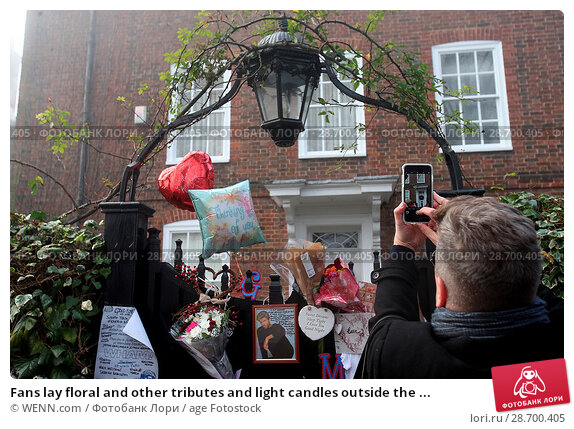 Купить «Fans lay floral and other tributes and light candles outside the home of singer George Michael in memory of the popular performer. His Range Rover has...», фото № 28700405, снято 28 декабря 2016 г. (c) age Fotostock / Фотобанк Лори