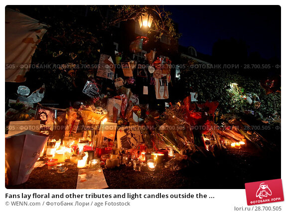 Купить «Fans lay floral and other tributes and light candles outside the home of singer George Michael in memory of the popular performer. His Range Rover has...», фото № 28700505, снято 28 декабря 2016 г. (c) age Fotostock / Фотобанк Лори