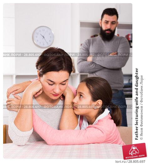 Купить «Father lecturing wife and daughter», фото № 28805697, снято 22 сентября 2018 г. (c) Яков Филимонов / Фотобанк Лори