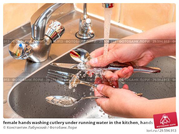 Купить «female hands washing cutlery under running water in the kitchen, hands close up», фото № 29594913, снято 9 июля 2016 г. (c) Константин Лабунский / Фотобанк Лори