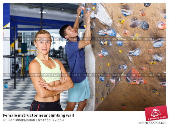Female instructor near climbing wall. Стоковое фото, фотограф Яков Филимонов / Фотобанк Лори