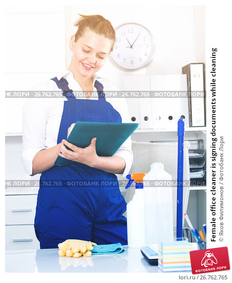 Female office cleaner is signing documents while cleaning, фото № 26762765, снято 9 июня 2017 г. (c) Яков Филимонов / Фотобанк Лори