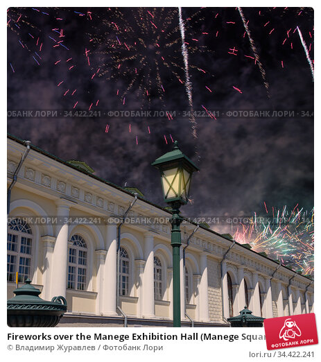 Fireworks over the Manege Exhibition Hall (Manege Square near the Kremlin), Moscow. Russia (2019 год). Стоковое фото, фотограф Владимир Журавлев / Фотобанк Лори