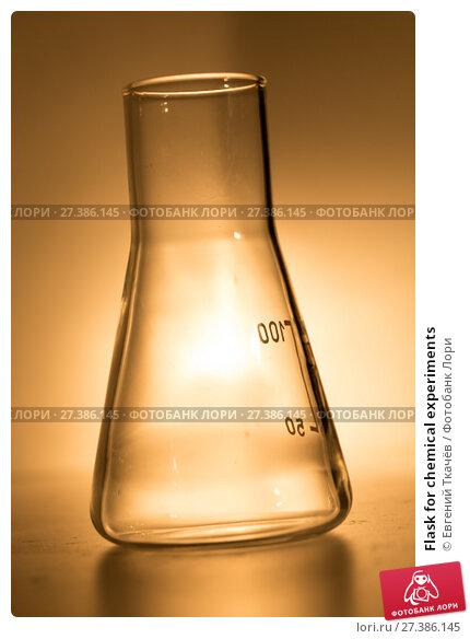 Купить «Flask for chemical experiments», фото № 27386145, снято 6 февраля 2016 г. (c) Евгений Ткачёв / Фотобанк Лори