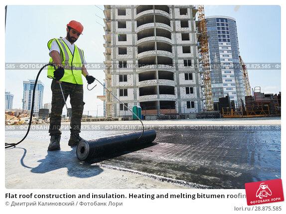 Купить «Flat roof construction and insulation. Heating and melting bitumen roofing felt», фото № 28875585, снято 23 мая 2018 г. (c) Дмитрий Калиновский / Фотобанк Лори