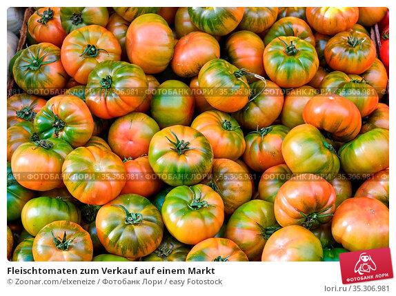 Fleischtomaten zum Verkauf auf einem Markt. Стоковое фото, фотограф Zoonar.com/elxeneize / easy Fotostock / Фотобанк Лори