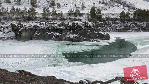 Купить «Floating of ice and sludge on Altai river Katun in winter season», видеоролик № 25712645, снято 1 марта 2017 г. (c) Serg Zastavkin / Фотобанк Лори