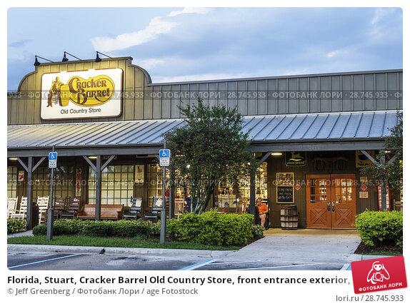 Купить «Florida, Stuart, Cracker Barrel Old Country Store, front entrance exterior, night, restaurant,», фото № 28745933, снято 26 сентября 2017 г. (c) age Fotostock / Фотобанк Лори