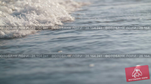 Купить «Foamy waves rolling in on the sea shore», видеоролик № 28164241, снято 27 февраля 2018 г. (c) Данил Руденко / Фотобанк Лори