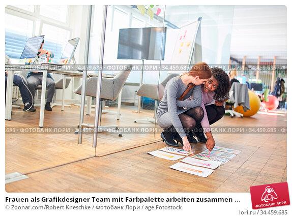 Frauen als Grafikdesigner Team mit Farbpalette arbeiten zusammen ... Стоковое фото, фотограф Zoonar.com/Robert Kneschke / age Fotostock / Фотобанк Лори