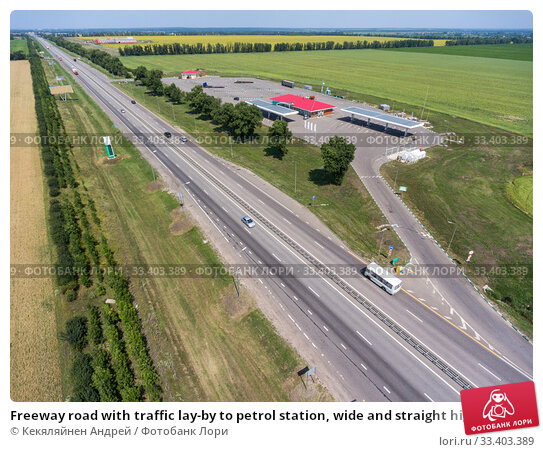 Freeway road with traffic lay-by to petrol station, wide and straight highway in plain terrain, view from above. Трасса М-4 Дон. Стоковое фото, фотограф Кекяляйнен Андрей / Фотобанк Лори
