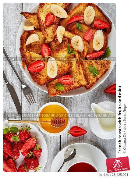 Купить «French toasts with fruits and mint», фото № 28425921, снято 9 мая 2018 г. (c) Oksana Zh / Фотобанк Лори