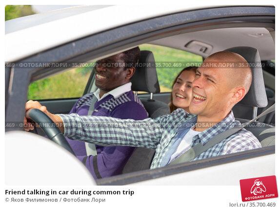 Friend talking in car during common trip. Стоковое фото, фотограф Яков Филимонов / Фотобанк Лори
