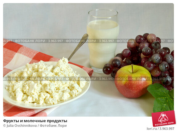 Купить «Фрукты и молочные продукты», фото № 3963997, снято 25 октября 2012 г. (c) Julia Ovchinnikova / Фотобанк Лори