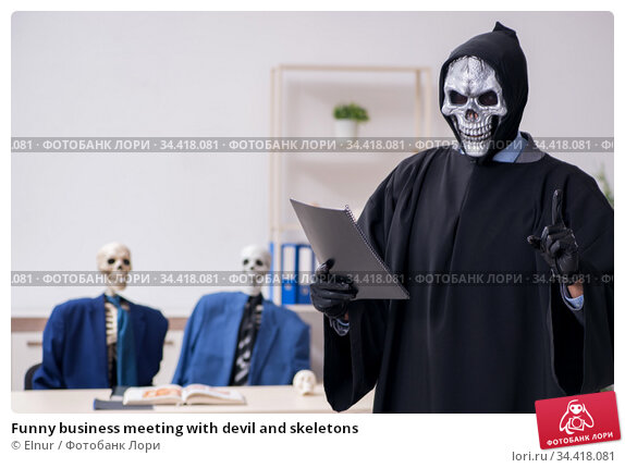 Funny business meeting with devil and skeletons. Стоковое фото, фотограф Elnur / Фотобанк Лори