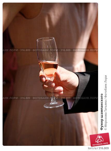 Фужер шампанского, фото № 316809, снято 6 июня 2008 г. (c) Морозова Татьяна / Фотобанк Лори