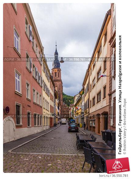 Гейдельберг, Германия. Улица Haspelgasse и колокольня (2017 год). Редакционное фото, фотограф Rokhin Valery / Фотобанк Лори