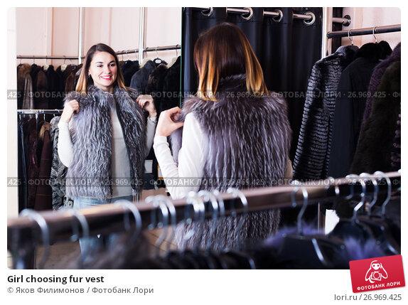 Купить «Girl choosing fur vest», фото № 26969425, снято 19 апреля 2019 г. (c) Яков Филимонов / Фотобанк Лори