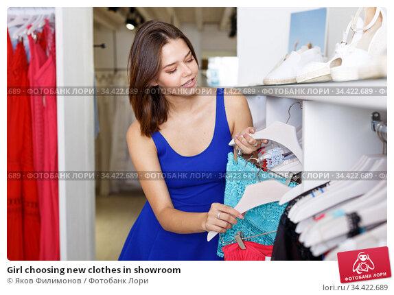 Girl choosing new clothes in showroom. Стоковое фото, фотограф Яков Филимонов / Фотобанк Лори