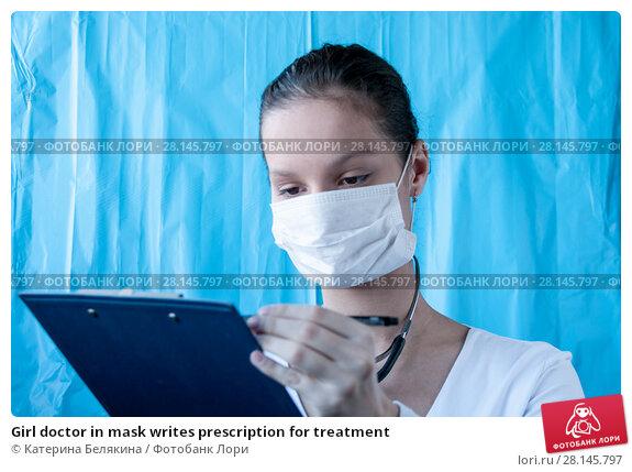 Купить «Girl doctor in mask writes prescription for treatment», фото № 28145797, снято 18 февраля 2018 г. (c) Катерина Белякина / Фотобанк Лори