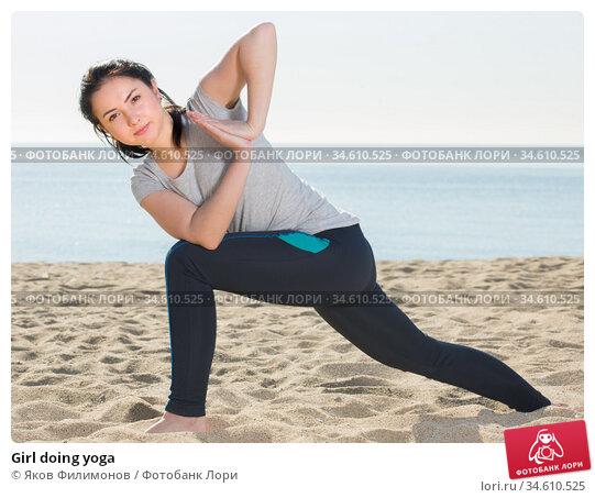 Girl doing yoga. Стоковое фото, фотограф Яков Филимонов / Фотобанк Лори