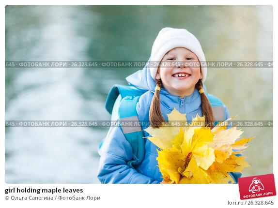 girl holding maple leaves, фото № 26328645, снято 18 октября 2011 г. (c) Ольга Сапегина / Фотобанк Лори