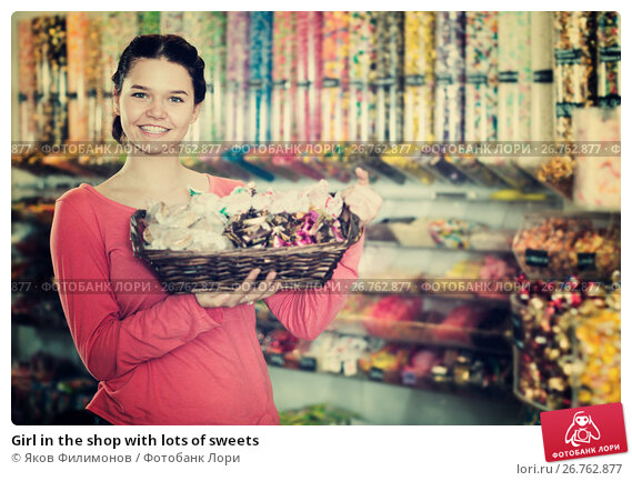 Купить «Girl in the shop with lots of sweets», фото № 26762877, снято 22 марта 2017 г. (c) Яков Филимонов / Фотобанк Лори