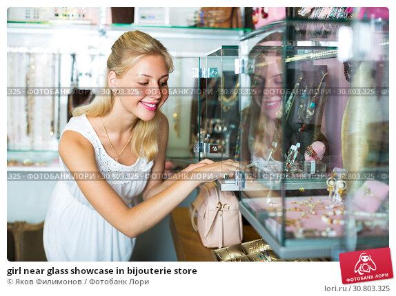 Купить «girl near glass showcase in bijouterie store», фото № 30803325, снято 26 июня 2019 г. (c) Яков Филимонов / Фотобанк Лори