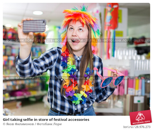 Купить «Girl taking selfie in store of festival accessories», фото № 28976273, снято 15 марта 2018 г. (c) Яков Филимонов / Фотобанк Лори