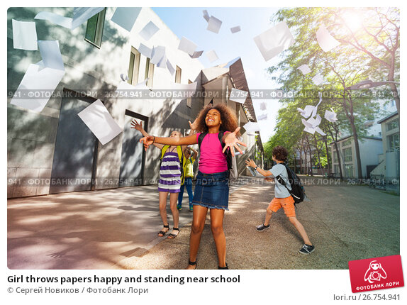 Girl throws papers happy and standing near school, фото № 26754941, снято 17 июня 2017 г. (c) Сергей Новиков / Фотобанк Лори