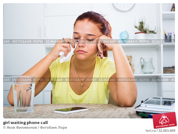 girl waiting phone call. Стоковое фото, фотограф Яков Филимонов / Фотобанк Лори