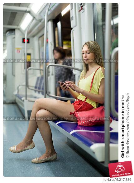 Девушки в колготках в метро
