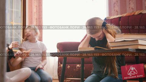 Купить «Girls teenagers having fun and prevent to do lessons», видеоролик № 28163153, снято 16 ноября 2018 г. (c) Константин Шишкин / Фотобанк Лори