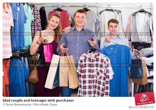 Купить «Glad couple and teenager with purchases», фото № 30653113, снято 13 апреля 2017 г. (c) Яков Филимонов / Фотобанк Лори