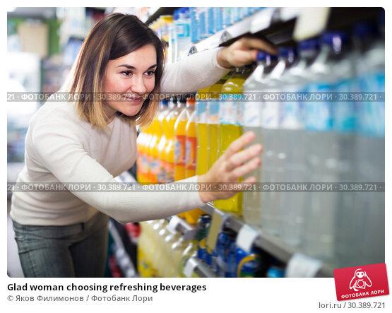 Купить «Glad woman choosing refreshing beverages», фото № 30389721, снято 23 ноября 2016 г. (c) Яков Филимонов / Фотобанк Лори