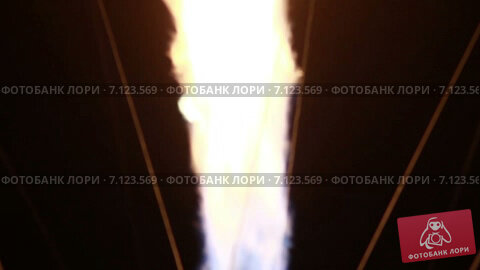 Купить «Горелки на воздушном шаре на фоне Луны», видеоролик № 7123569, снято 15 марта 2015 г. (c) Игорь Кузнецов / Фотобанк Лори